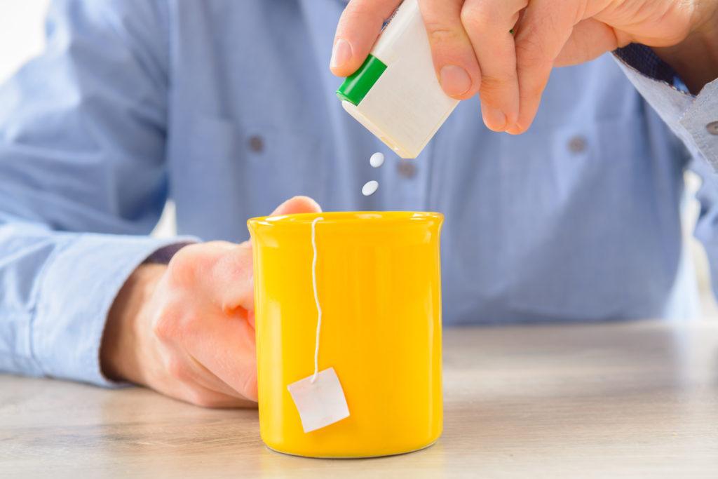 Experten streiten schon lange darüber, ob es gesünder ist Zucker oder künstliche Süßstoffe zu verwenden. Mediziner fanden jetzt heraus, dass künstliche Süßstoffe bei Tieren dazu führen, dass diese mehr Kalorien zu sich nehmen. (Bild: Monika Wisniewska/fotolia.com)