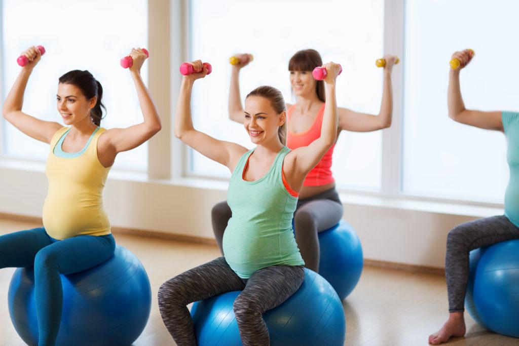 Eigentlich wird gesagt, dass ein bischen Sport nie schaden kann. Aber wie ist das bei Frauen in der Schwangerschaft? Forscher stellten fest, dass sichere Übungen in der Schwangeschaft große gesundheitliche Vorteile für Mutter und Kind mit sich bringen. (Bild: Syda Productions/fotolia.com)