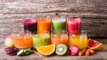 Auch wenn Smoothies super lecker schmecken, sollten Kinder sie nur ab und zu trinken. Die Vitaminbomben haben einen geringeren Nährstoffgehalt als frisches Obst und Gemüse. (Bild: whitestorm/fotolia.com)