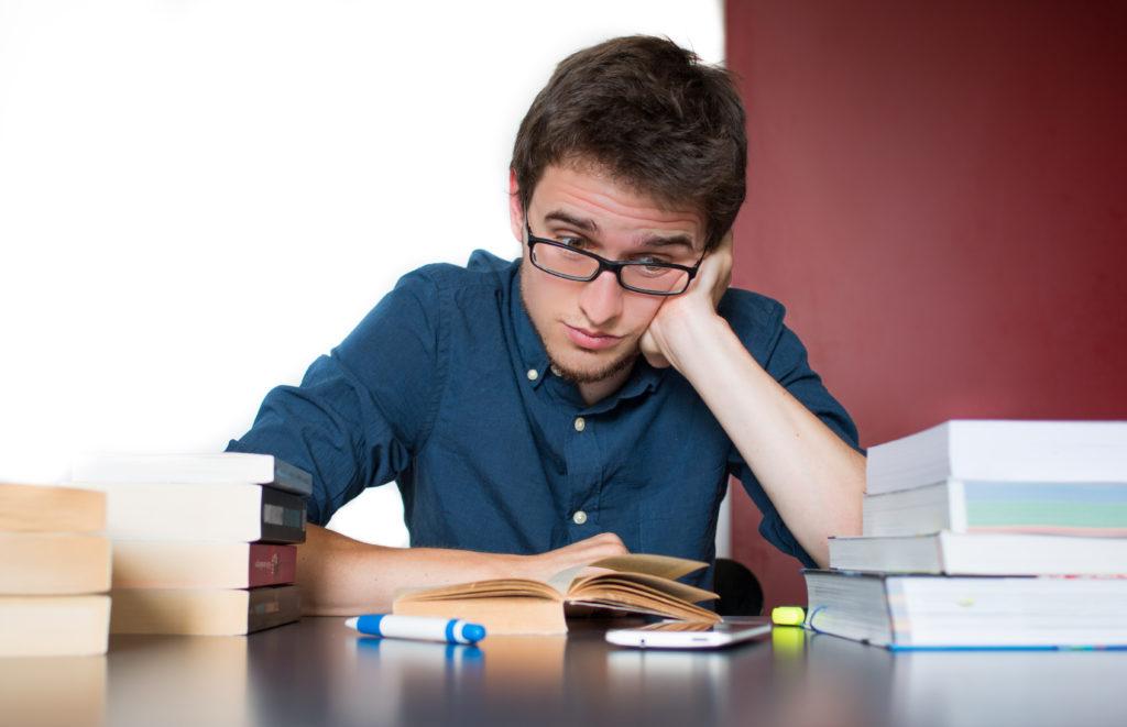 Wer im Job knifflige Aufgaben zu erledigen hat oder im Studium vor wichtigen Prüfungen steht, greift manchmal zu Traubenzucker, um die Konzentration zu erhöhen. Hilft das aber wirklich? (Bild: Patrick Daxenbichler/fotolia.com)