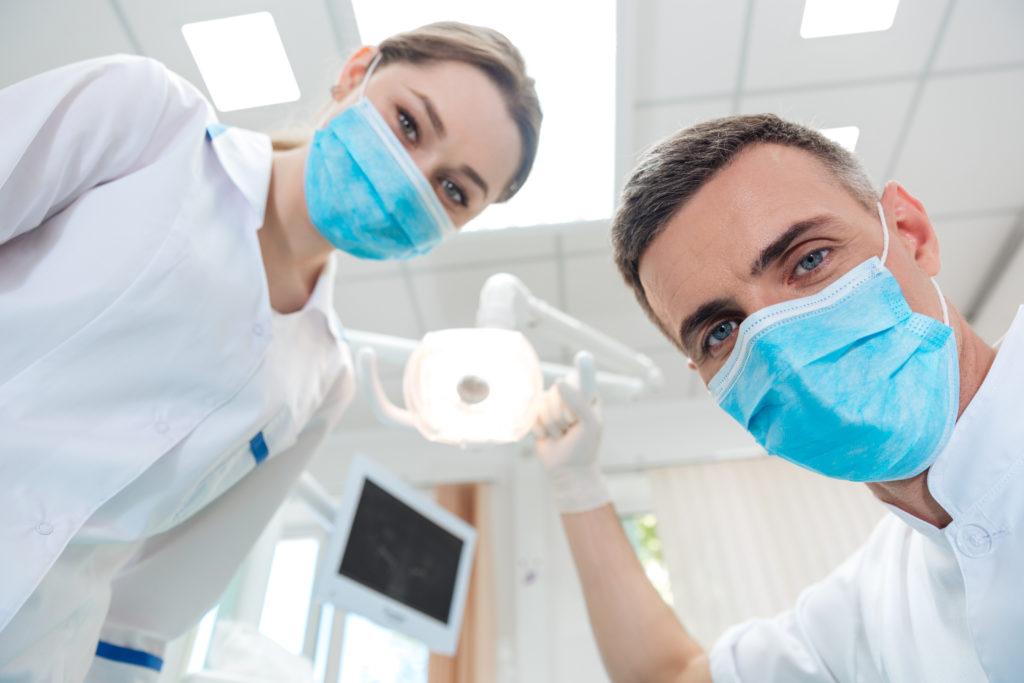 Ein Zahnarztbesuch ist meist nicht unbedingt angenehm. In den Vereinigten Staaten starb jetzt ein 14 Monate altes Mädchen, weil es Komplikationen bei ihrer Zahnarztbehandlung gab. (Bild: vadymvdrobot/fotolia.com)