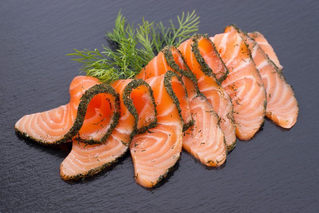 Erneut ruft ein Unternehmen Waren wegen des Nachweises von Listerien zurück. Betroffen sind zwei Lachsprodukte der rheinland-pfälzischen Räucherei Von SER. (Bild: Christian Jung/fotolia.com)