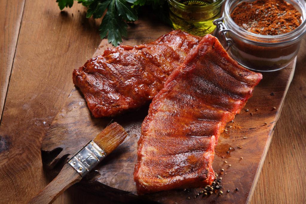 Um den intensiven Geruch zu überdecken, sollte Eber-Fleisch mariniert werden. Bild: exklusive-design - fotolia