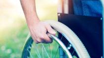 Keine Anschnallpflicht für Rollstuhlfahrer. Bild: Minerva Studio - fotolia
