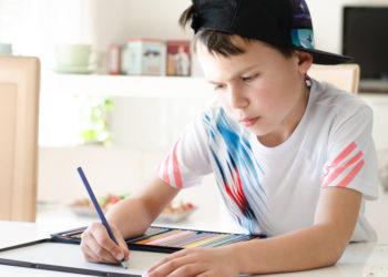 ADHS wird vor allem bei immer mehr Kindern diagnostiziert. Forscher wollen nun eine neue Behandlung für Betroffene entwickeln. Den Patienten soll mit einer besonderen Form der elektrischen Hirnstimulation geholfen werden. (Bild: S.Kobold/fotolia.com)
