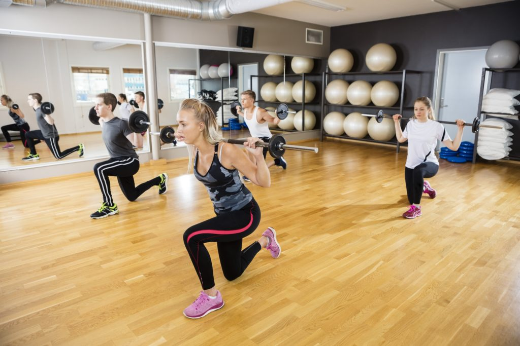Neben einer kalorienreduzierten Ernährung hilft vor allem regelmäßiger Sport beim Abnehmen. Wichtig ist es dabei, Muskeln aufzubauen. Denn Muskeln fressen Energie. (Bild: Tyler Olson/fotolia.com)
