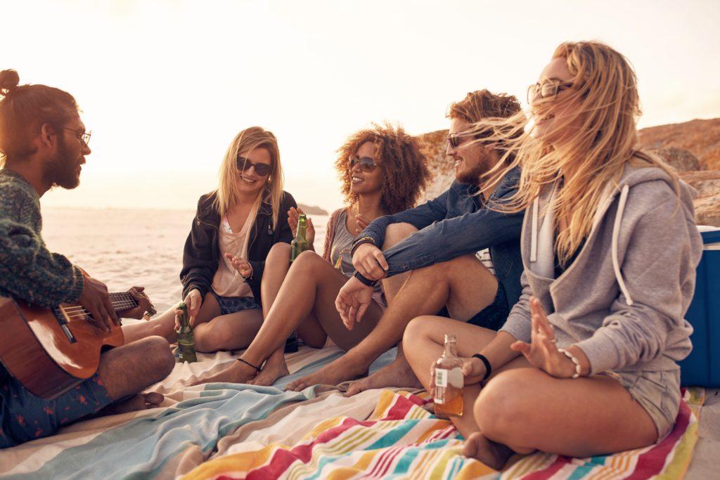 Nicht alle Strand-Partys haben einen fröhlichen Anlass. In Kalifornien feierte eine todkranke Frau ein Abschiedsfest und nahm sich später mit einem Medikamentencocktail das Leben. (Bild: Jacob Lund/fotolia.com)