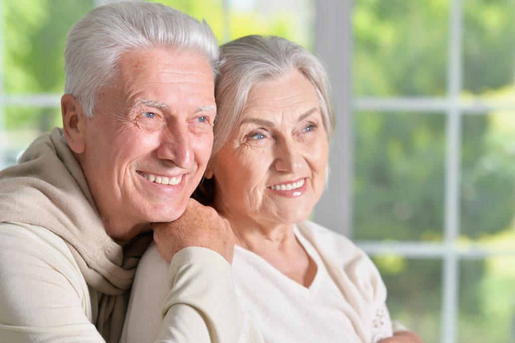 Laut einer neuen Studie werden wir vermutlich um so länger leben, je älter unsere Eltern geworden sind. Das Todesalter der Eltern sagt auch etwas über unser Risiko für Herz-Kreislauf-Krankheiten aus. (Bild: aletia2011/fotolia.com)