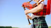 Ein Dudelsackspieler aus Großbritannien starb im Alter von 61 Jahren, weil er sein Instrument jahrelang nicht gereinigt hatte. In dem Dudelsack hatte sich Schimmel angesammelt, dessen Sporen der Mann einatmete. (Bild: gorosi/fotolia.com)
