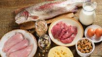 Zwar wird Menschen, die abnehmen wollen zu einer proteinreichen Ernährung geraten, doch Eiweiß ist nicht gleich Eiweiß. Die Aufnahme von tierischen Proteinen geht laut Studien mit einem erhöhten Sterberisiko einher. (Bild: bit24/fotolia.com)