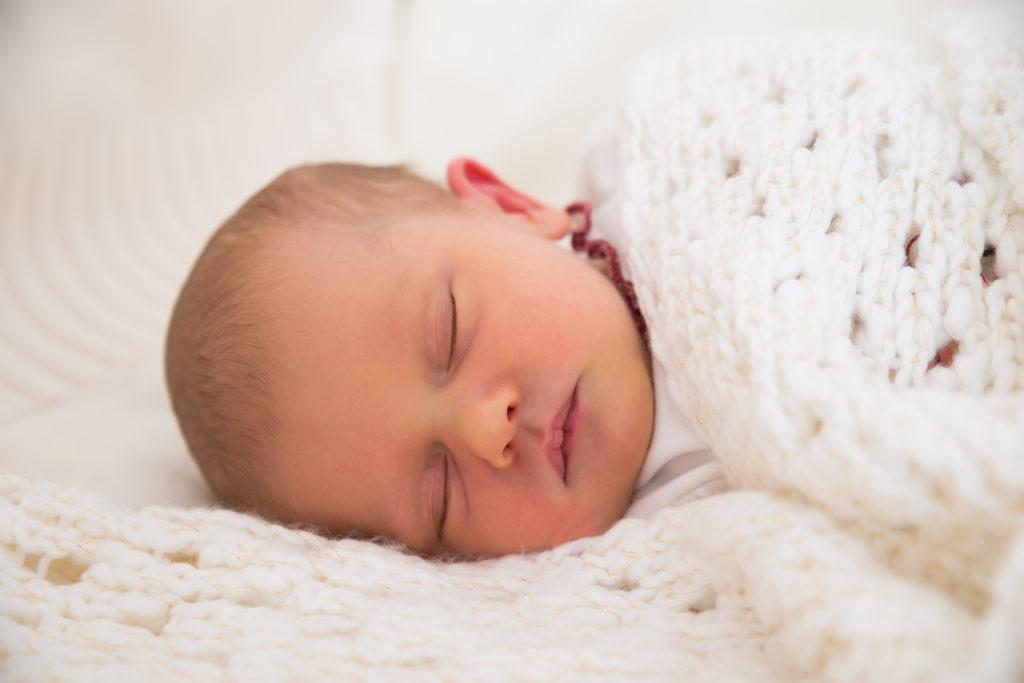 Blasenentzündungen zählen zu den häufigsten bakteriellen Infektionen im Kindesalter. Zwar können manchmal auch Hausmittel gegen Harnwegsinfektionen helfen, doch bei Babys wird oft eine Therapie mit Antibiotika nötig. (Bild: Andrey Popov/fotolia.com)