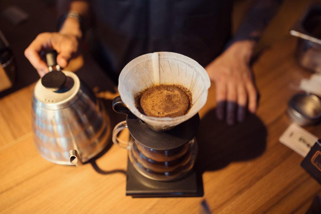 Wovon hängt es ab, wie viel Kaffee wir täglich trinken? Mediziner stellten fest, dass unser Erbgut beeinflusst, wie hoch unser Kaffeekonsum täglich ist. (Bild: arthurhidden/fotolia.com)