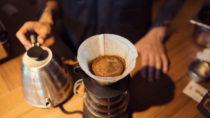 Wovon hängt es ab wie viel Kaffee wir täglich trinken? Mediziner stellten fest, dass unser Erbgut beeinflusst wie hoch unser Kaffeekonsum täglich ist. (Bild: arthurhidden/fotolia.com)
