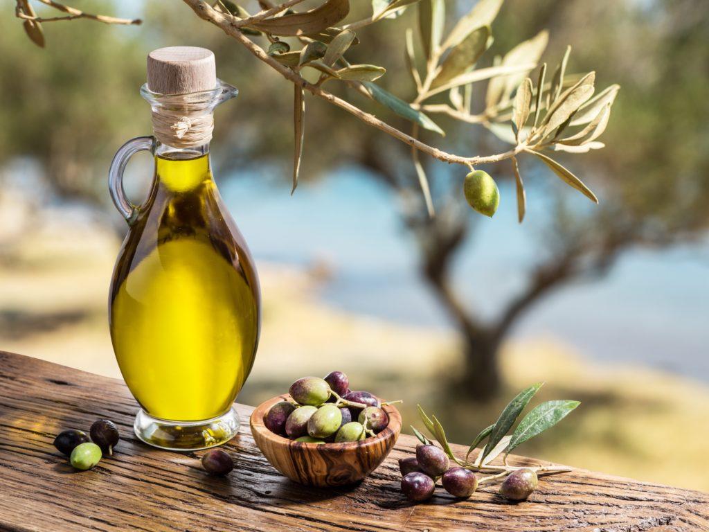 Wissenschaftliche Untersuchungen haben immer wieder die gesundheitlichen Vorteil der mediterranen Ernährungsweise belegen können. Man muss dabei nicht mal auf Fett verzichten. (Bild: volff/fotolia.com)