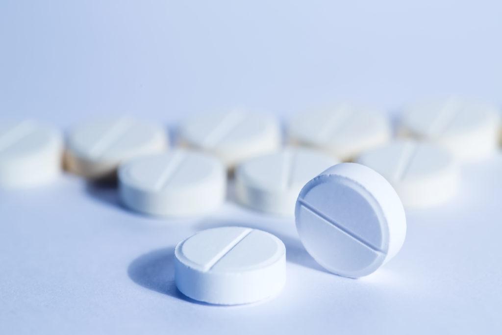 Es gibt etliche Mütter, die während ihrer Schwangerschaft das Schmerzmittel Paracetamol einnehmen. Wissenschaftler stellten fest, dass dies zu verschiedenen gesundheitlichen Problemen bei den Kindern führen kann. (Bild: BestForYou/fotolia.com)