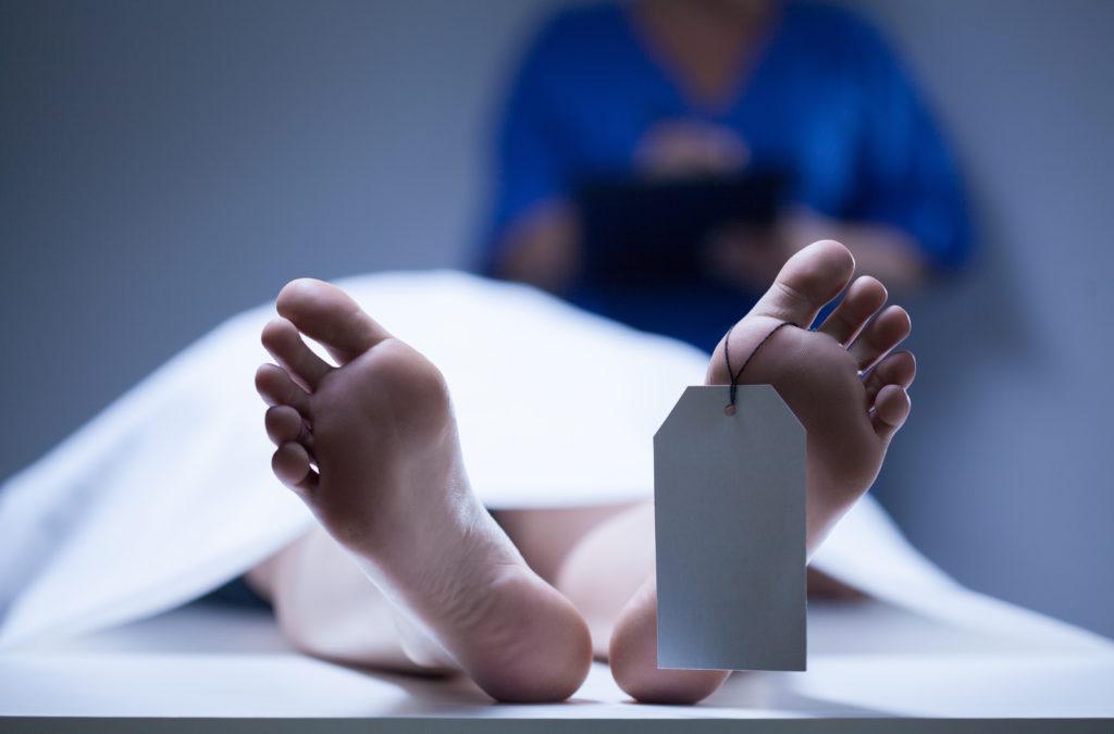 Der Tod durch Selbstmord ist ein schrecklicher Schlag für alle Bekannten und Angehörigen. Dabei sind die Gründe für einen Suizid meist schwer vorherzusehen. Forscher stellten jetzt einen Zusammenhang zwischen Selbstmorden, Krankenhausaufenthalten und Infektionen fest. (Bild: Photographee.eu/fotolia.com)