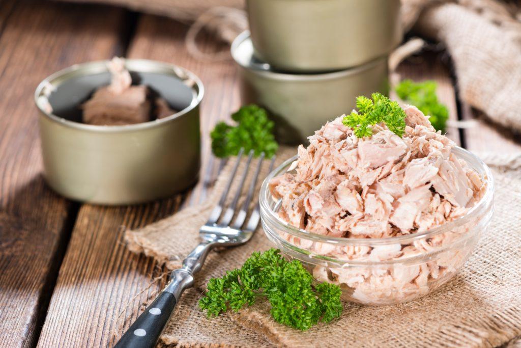 Die Stiftung Warentest hat 20 Thunfischprodukte untersucht und in allen Schadstoffe gefunden. Vor allem die Quecksilberfunde sind erschreckend. (Bild: HandmadePictures/fotolia.com)