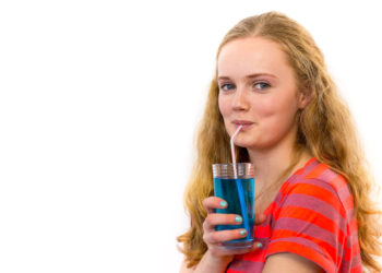 Zwar meine manche Menschen, zuckerhaltige Getränke und Lebensmittel machen glücklich, doch in einer Studie hat sich gezeigt, dass dem nicht so ist. Zucker kann die Stimmung sogar verschlechtern. (Bild: benschonewille/fotolia.com)