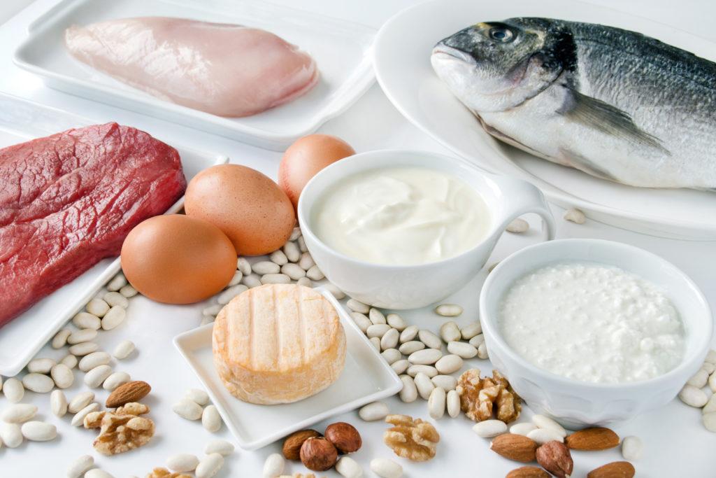 Zwar raten manche Experten zu eiweißreicher Kost um abzunehmen, doch Wissenschaftler haben nun herausgefunden, dass eine proteinarme Ernährung die Fett- und Kohlehydrat-Verbrennung und damit den Energieverbrauch steigert. (Bild: PhotoSG/fotolia.com)