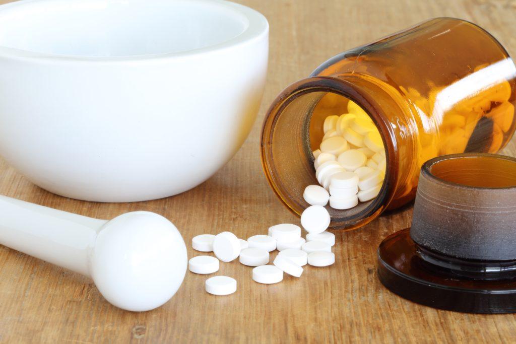 Eisenmangel kann durch Pillen oder durch eine ausgewogene Ernährung behoben werden. Bild: monropic - fotolia