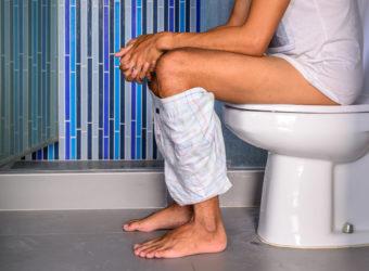 Die Ursachen für gelben Stuhlgang können harmlos sein. Manchmal steckt aber auch eine ernsthafte Erkrankung dahinter. Bild: itman__47 - fotolia