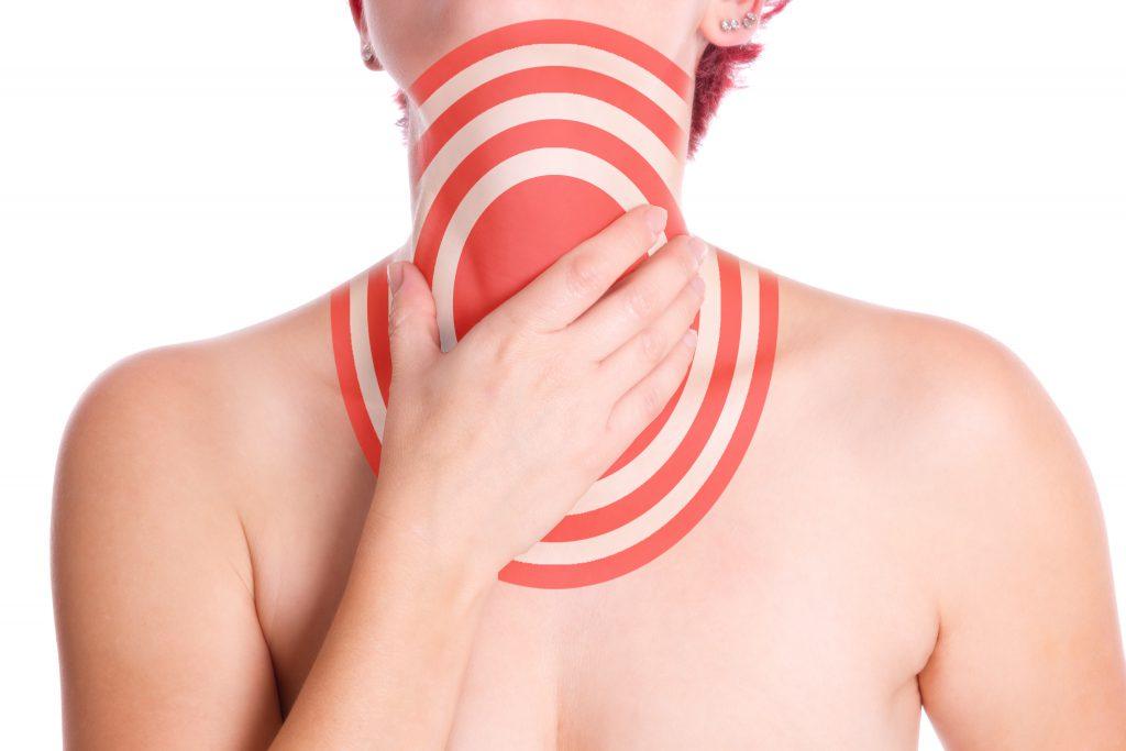 Schluckbeschwerden und Halsschmerzen sind Leitsymptome bei einer Mandelentzündung. Bild: SENTELLO - fotolia