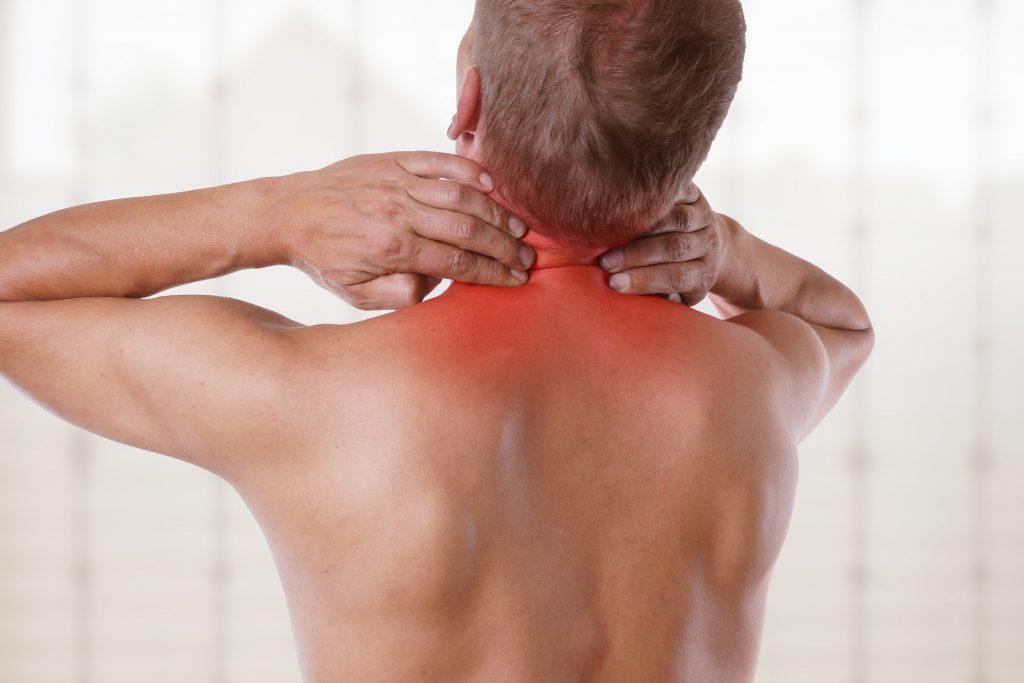 Nackenprobleme sind ein häufiges Schmerzproblem. Schuld daran: Schlechte Arbeitshaltung, ungenügende Bewegung, starres Sitzen. Bild: © underdogstudios - fotolia