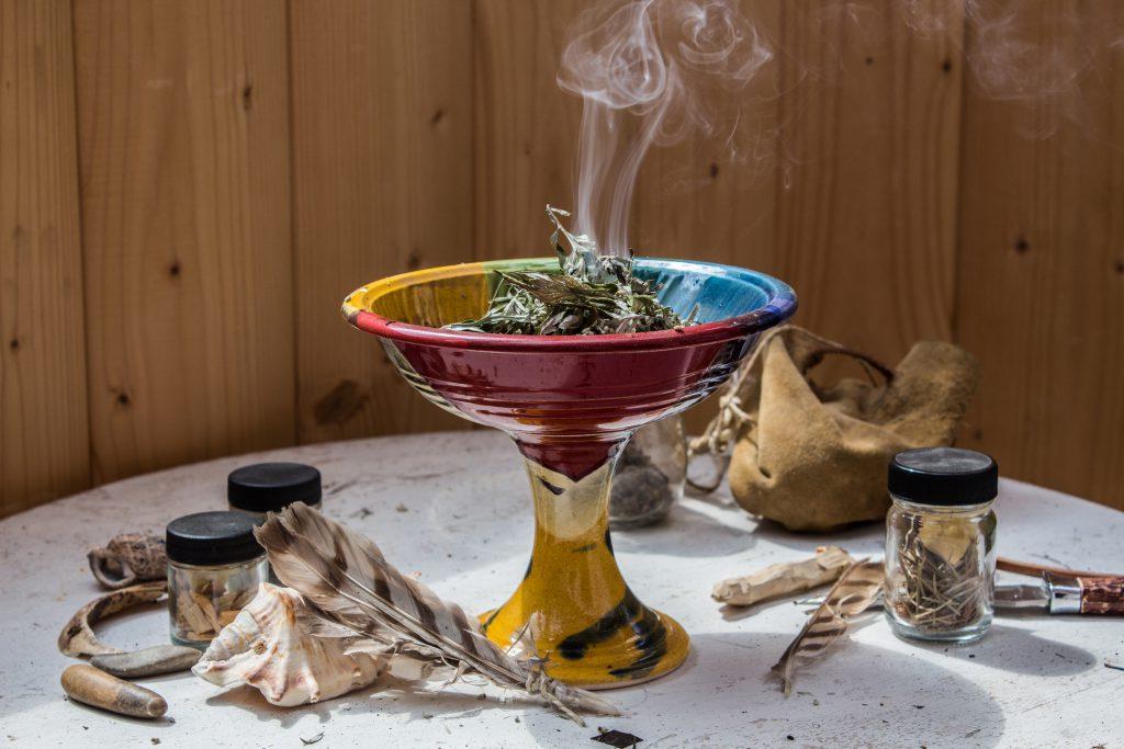 Schamanische Heilkunst. Bild: fotogerstl - fotolia