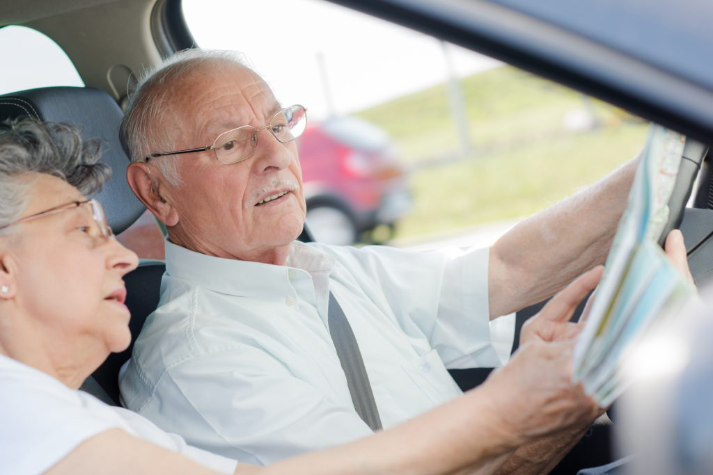 Alte Menschen verursachen viele Autounfälle. Dies ist ein weitverbreitetes Vorurteil. Aber sind alte Autofahrer wirklich eine Gefahr für den Straßenverkehr? Wissenschaftler führten jetzt eine Studie zu diesem Thema durch. (Bild: auremar/fotolia.com)