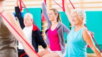 Viele ältere Menschen bewegen sich zu wenig und treiben keinen Sport. Dadurch erhöht sich die Wahrscheinlichkeit früher an Mobilität zu verlieren und die Gefahr für einige Erkrankungen steigt. (Bild: Kzenon/fotolia.com)