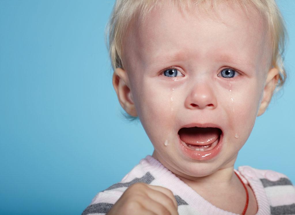Das Monster unter dem Bett, Dunkelheit oder Blitz und Donner: Kinder haben vor den unterschiedlichsten Dingen Angst. Wichtig ist dann, die Furcht nicht einfach abzutun, sondern die Ängste der Kleinen stets ernst zu nehmen. (Bild: Aliaksei Lasevich/fotolia.com)