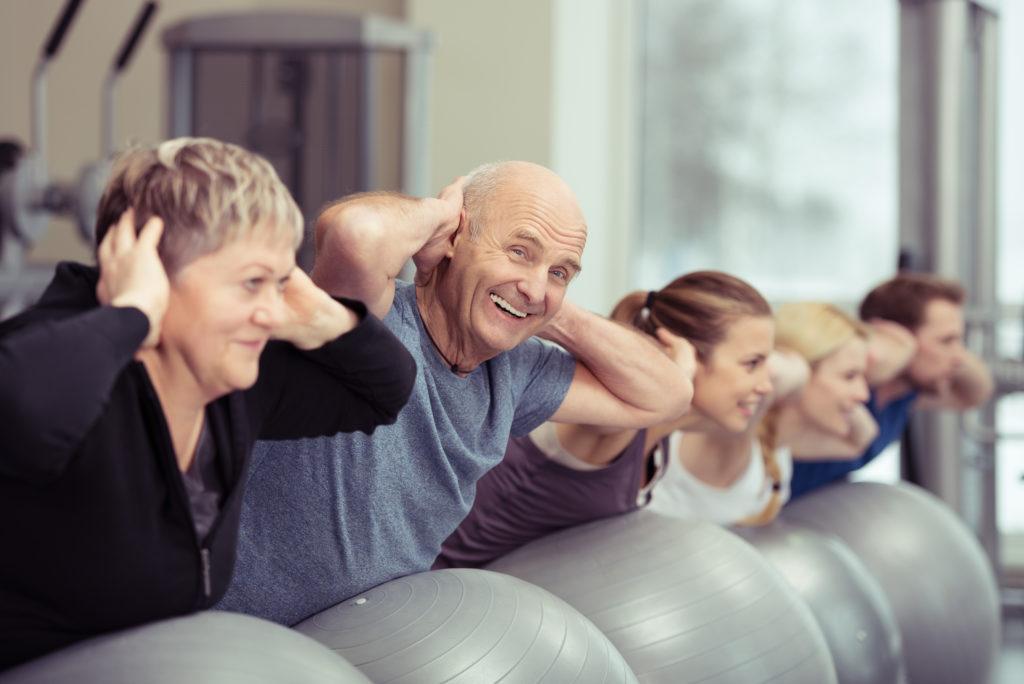 Ausreichende Bewegung ist gut für unsere Gesundheit. Forscher fanden jetzt heraus, dass Patienten mit Herz-Kreislauf-Erkrankungen sich dringend mehr bewegen sollten. So verbessern sie ihre Gesundheit und sparen Kosten für das Gesundheitswesen. (Bild: contrastwerkstatt/fotolia.com)