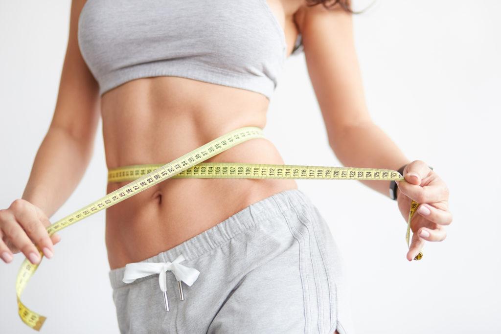 Übergewichtige Menschen haben ein erhöhtes Risiko für verschiedene Erkrankungen. Dazu gehören auch einige Arten von Krebs. Forscher fanden jetzt aber heraus, dass dünne Menschen zwar gesünder aussehen und trotzdem ein erhöhtes Darmkrebsrisiko aufweisen können. (Bild: kegfire/fotolia.com)