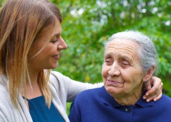 Demenzerkrankungen gehören zu den folgenschwersten Erkrankungen im Alter. Deutsche Forscher berichten nun, dass die Zahl der Demenz-Neuerkrankungen – zumindest in manchen Industrienationen – zurückgeht. (Bild: Ocskay Mark/fotolia.com)