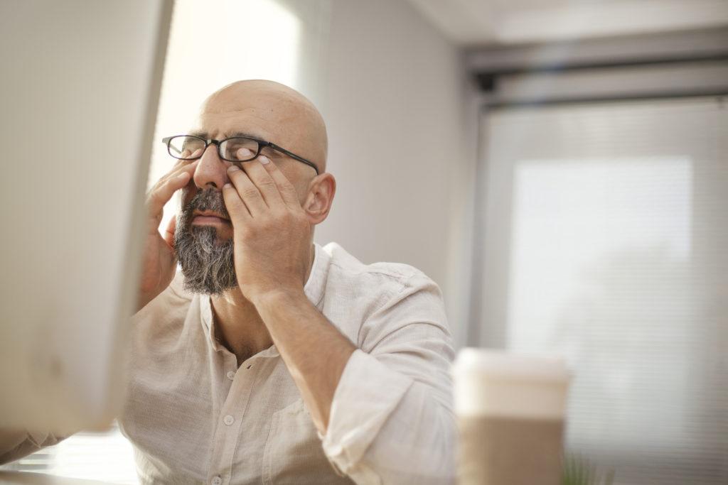Die zunehmende Digitalisierung der Arbeitswelt und die ständige Erreichbarkeit im Beruf wirken sich laut einer neuen Studie negativ auf das Familienleben und die Gesundheit aus. (Bild: sebra/fotolia.com)