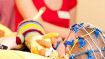 """Eine Mutter in Großbritannien musste ihre dreijährige Tochter bereits über 20 Mal wiederbeleben. Das Mädchen leidet am """"Dravet-Syndrom"""", einer seltenen Epilepsieform. (Bild: Tobilander/fotolia.com)"""