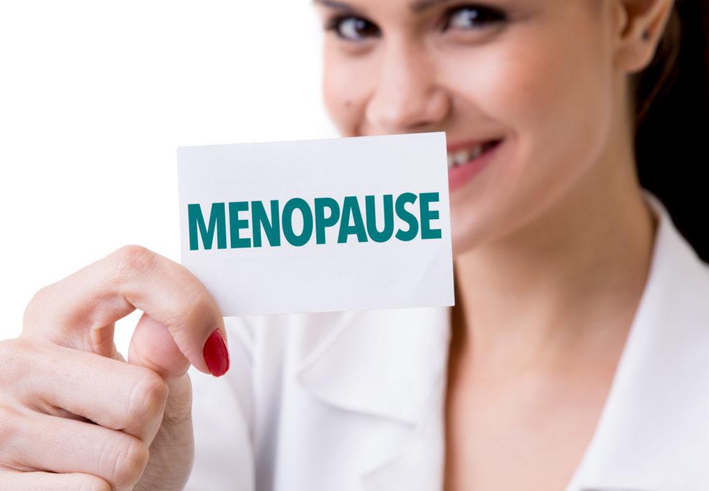 Wenn Frauen frühzeitig in die Menopause kommen, entstehen dadurch erhöhte gesundheitliche Risiken. So können bei Betroffenen beispielsweise leichter Entzündungen und Gefäßschaden entstehen. (Bild: gustavofrazao/fotolia.com)