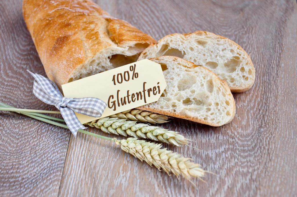 Menschen, die an Zöliakie (Glutenunverträglichkeit) leiden, müssen glutenhaltige Lebensmittel meiden. Das Klebereiweiß ist aber nicht nur in Brot enthalten, sondern versteckt sich auch in vielen anderen Lebensmitteln. (Bild: Marco2811/fotolia.com)