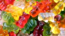 In einem Video, das derzeit im Internet die Runde macht, wird die Produktion von Gelatine gezeigt. Der Clip dürfte vielen die Lust auf Gummibärchen verleiden. (Bild: Osterland/fotolia.com)
