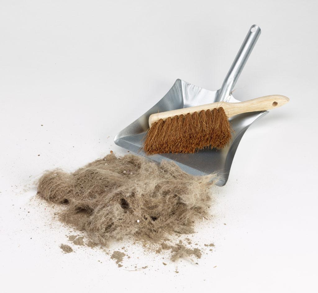 In jeder Wohnung oder jedem Haus gibt es irgendwo sogenannten Hausstaub. Forscher fanden jetzt heraus, dass dieser Staub eine Menge giftiger Chemikalien enthält. Diese können unsere Gesundheit ernsthaft schädigen. (Bild: akf/fotolia.com)