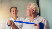 Inaktivität im Alter kann zu großen gesundheitlichen Problemen führen. Wenn Menschen sich zu wenig bewegen, steigt dadurch beispielsweise die Wahrscheinlichkeit für Krebs, Herzerkrankungen, Typ-2-Diabetes und Demenz. (Bild: Mediteraneo/fotolia.com)