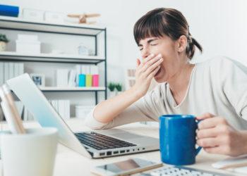 Wer viel Kaffee trinkt, braucht immer mehr davon, weil die Wirkung des Koffeins bei hohem Konsum nachlässt, heißt es. Stimmt das aber wirklich? (Bild: stokkete/fotolia.com)