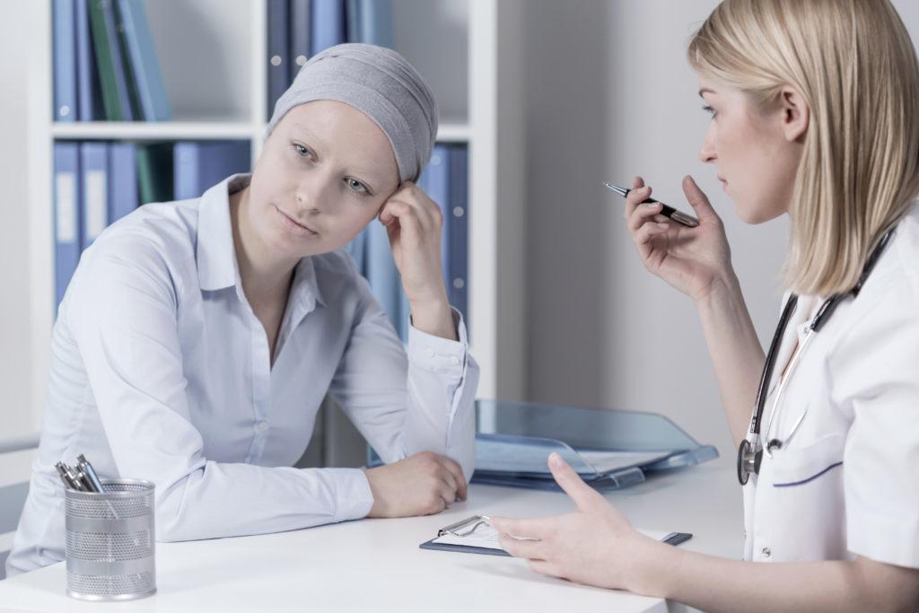 Krebs ist eine weitverbreitete, oft tödliche Erkrankung. Mediziner fanden jetzt heraus, dass die Erstellung von sogenannten genetischen Portraits die Behandlung der Krankheit und die Lebenserwartung von Betroffenen verbessern kann. (Bild: Photographee.eu/fotolia.com)