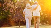 In einen Dorf in Italien leben die Menschen überdurchschnittlich lange. Viele Bewohner werden über hundert Jahre alt. Forscher versuchten jetzt herauszufinden, was hinter dem Geheimnis der Langlebigkeit steckt. (Bild: Robert Kneschke/fotolia.com)