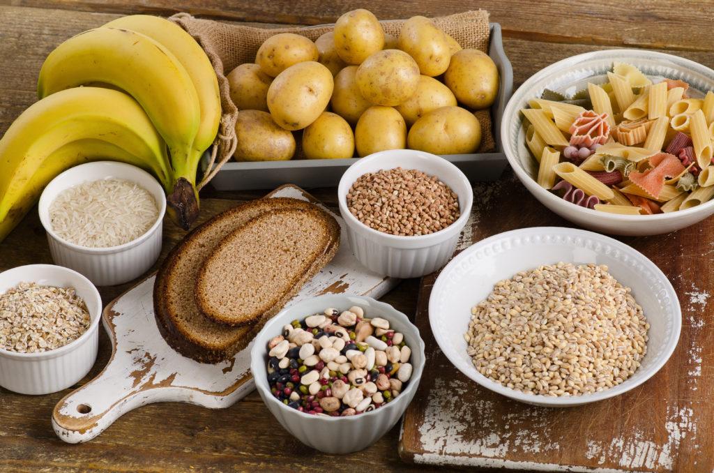 Viele Menschen in der heutigen Zeit vermeiden eine Ernährung mit viel Kohlenhydraten. Mediziner fanden jedoch heraus, dass eine Ernährung mit viel Kohlenhydraten die Lebenserwartung und die Lebensqualität im Alter verbessert. (Bild: bit24/fotolia.com)
