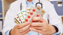 Jährlich sind rund eine Viertelmillion Krankenhauseinweisungen auf Medikationsfehler zurückzuführen. Die gesundheitlichen Gefahren durch unsachgemäße Einnahme müssen unbedingt reduziert werden. (Bild: Robert Kneschke/fotolia.com)
