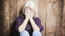 In der Vergangenheit ging man davon aus, dass Depressionen eher Menschen jüngeren und mittleren Alters treffen. Doch auch viele Senioren sind für psychische Krankheiten anfällig. (Bild: pololia/fotolia.com)