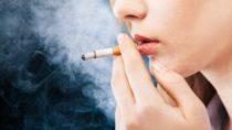 Wollen Sie schon lange mit dem Rauchen aufhören? Aber das Verlangen nach Nikotin hält Sie davon ab? Dann könnte Ihnen vielleicht in Zukunft geholfen werden. Mediziner fanden heraus, dass Placebo wirksam zur Unterdrückung der Sucht von Rauchern sind. Wichtig ist nur, dass die Raucher überzeugt sind Nikotin zu rauchen. (Bild: BillionPhotos.com/fotolia.com)
