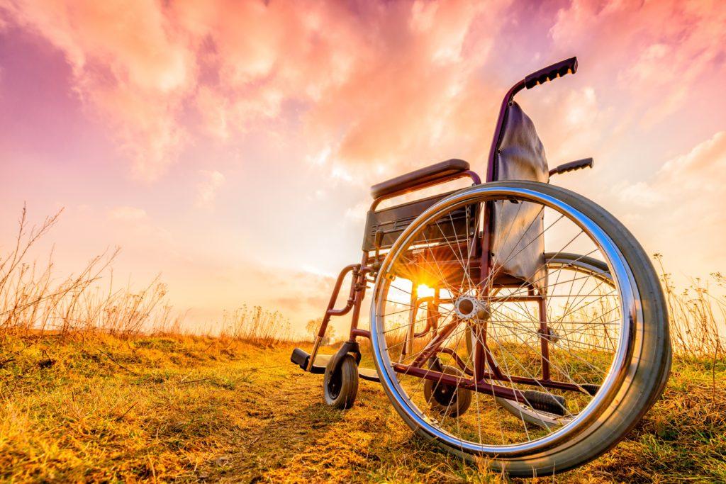 43 Jahre lang saß ein Portugiese im Rollstuhl, bis ein Arzt entdeckte, dass eine andere Muskelerkrankung, als die ursprünglich diagnostizierte, für sein Leiden verantwortlich ist. Nun kann er wieder laufen. (Bild: bubutu/fotolia.com)