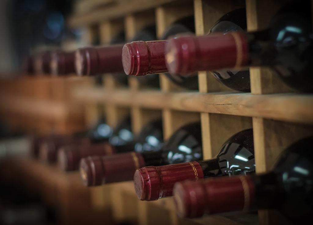 Die Rheinberg Kellerei aus Bingen am Rhein ruft Dornfelder Rotwein aus der Pfalz zurück. Bei manchen Flaschen drohe eine Explosionsgefahr. (Bild: dmitrimaruta/fotolia.com)